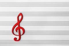 Czerwony drewniany muzykalny clef obraz royalty free
