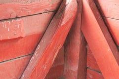 Czerwony drewnianych promieni t?o - budowa guzek zdjęcia royalty free