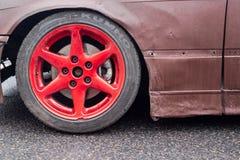 Czerwony dryfujący samochodowy obręcz obrazy stock