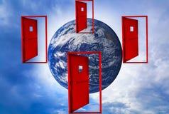 Czerwony drzwi unosi się w powietrzu świat w środku fotografia stock
