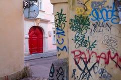 Czerwony drzwi w Prague Zdjęcia Royalty Free
