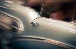 Czerwony dzwi od podwórza retro samochód Obrazy Royalty Free
