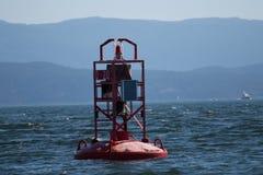 Czerwony dzwonkowy boja wewnątrz inside przejście Kanada Zdjęcia Stock