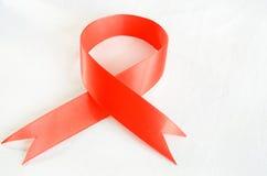 Czerwony faborek jako symbol światowy dzień hemofilia obrazy royalty free