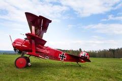 Czerwony Fokker Dr Ja Dreidecker trójpłata stojaki na lotnisku Obrazy Royalty Free