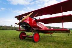 Czerwony Fokker Dr Ja Dreidecker trójpłata stojaki na lotnisku Zdjęcie Royalty Free