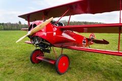 Czerwony Fokker Dr Ja Dreidecker trójpłata stojaki na lotnisku Obraz Stock