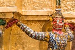 Czerwony Gigantyczny opiekun w Wata Phra Kaew świątyni zdjęcia royalty free