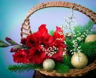 Czerwony gladiolus, złote piłki Zdjęcia Royalty Free