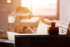 Czerwony guzik na przemysłowej maszynie Fotografia Royalty Free