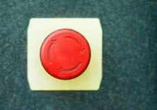 Czerwony guzik z obracanie symbolem obrazy royalty free