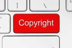 Czerwony guzik z prawa autorskiego słowem na klawiaturze Zdjęcie Stock
