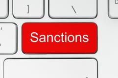 Czerwony guzik z sankci słowem na klawiaturze Zdjęcia Royalty Free