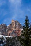 Czerwony Halny pobliski Cortina d'Ampezzo zdjęcia royalty free