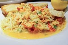 Czerwony homara makaron, chleb i Fotografia Royalty Free