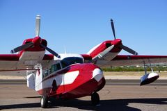 Czerwony i Biały samolot fotografia royalty free