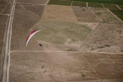 Czerwony i biały paraglider Zdjęcie Royalty Free