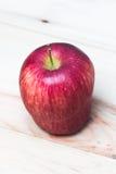 Czerwony Jabłczany zbliżenie krótkopęd zdjęcie stock