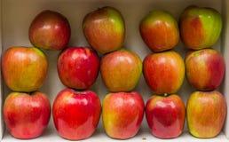 Czerwony jabłczany zdrowy świeżej owoc kramu rynek Zdjęcia Stock