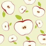 Czerwony jabłka cięcie w połówce z sednem i ziarnami Bezszwowy wzór na jasnozielonym tle Zdjęcie Royalty Free