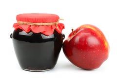 Czerwony jabłko i garnek dżem obraz stock
