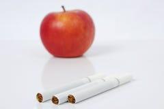 Czerwony jabłko, Mówić Nie papierosy, Zdjęcie Stock