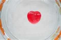 Czerwony kierowy cukierek na szkle Fotografia Royalty Free