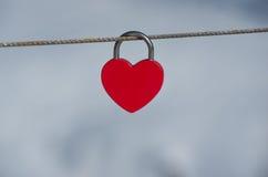 Czerwony kierowy kędziorek Miłości kłódka Zdjęcia Royalty Free