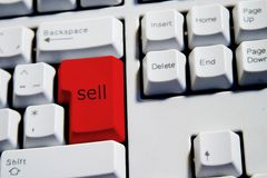 czerwony klucz sprzedać Zdjęcia Royalty Free