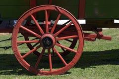 Czerwony koło antyczny furgon Zdjęcia Royalty Free
