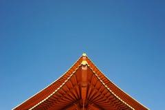 Czerwony Koreański świątynia dach i niebieskie niebo Zdjęcie Royalty Free