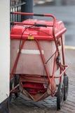 Czerwony królewski poczta tramwaj przykuwający zakazywać Zdjęcie Stock