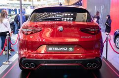 Czerwony kruszcowy colour samochodowy Alfa Romeo Stelvio zdjęcie stock