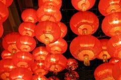 Czerwony lampowy obwieszenie na suficie Obrazy Stock