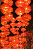 Czerwony lampowy obwieszenie na suficie Fotografia Stock
