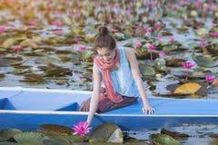 Czerwony Lotosowy morze fotografia stock