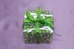 Czerwony luksusowy Bożenarodzeniowy prezent Bożenarodzeniowy prezent Szczęśliwego nowego roku Bożenarodzeniowy tło z prezenta pud Zdjęcia Royalty Free