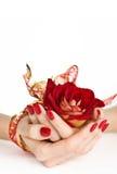 Czerwony manicure złoty faborek, i wzrastaliśmy fotografia royalty free