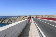 Czerwony Maslenica most w Chorwacja zdjęcia stock