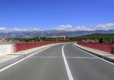 Czerwony Maslenica most w Chorwacja zdjęcie stock