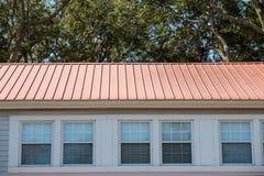 Czerwony metalu dach na hotelu Obraz Stock