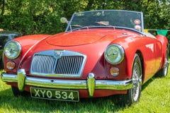 Czerwony MG A przy samochodowym przedstawieniem Fotografia Royalty Free