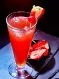 Czerwony napój z wiśnią 26 i ananasem Fotografia Stock