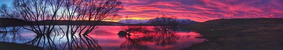 Czerwony nieba odbicie jeziorem Obraz Royalty Free