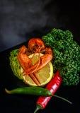 czerwony nowotwór z cytryny i chili pieprzu Astacus astacus Obrazy Royalty Free