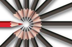 Czerwony ołówek wśród szarych ołówków Zdjęcia Stock