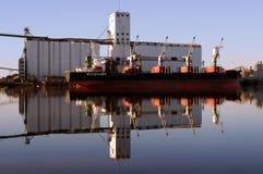 czerwony odbicie statek portu morskiego Zdjęcie Stock