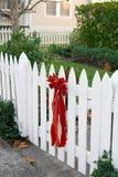 czerwony płotem ogrodzenia bow Obrazy Stock