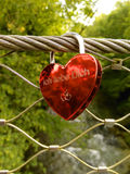 Czerwony padlok z niemieckim zwrota ` kocham ciebie ` Zdjęcia Stock
