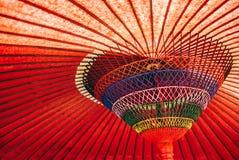 Czerwony papieru parasol Zdjęcie Royalty Free